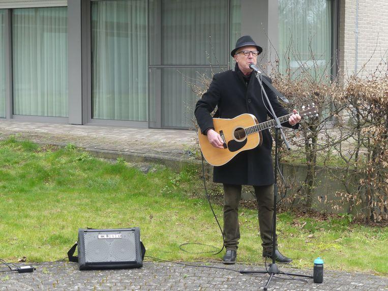 Yves Myny in actie tijdens zijn optreden aan het RVT in Wakken.