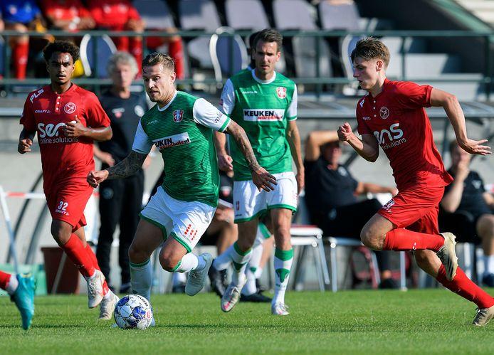 FCDordrecht-nieuwkomer Tim Hölscher zet aan tegen Almere City FC.