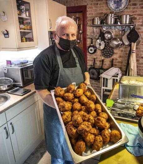 Paul Klaas uit Ootmarsum houdt traditie van oliebollen bakken op vastenavond in ere
