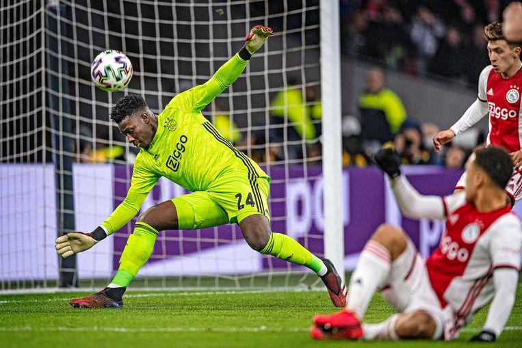 In de eredivisie krijgt Onana doorgaans weinig te doen, maar in toppers en Europese wedstrijden is de keeper van groot belang voor Ajax. Beeld Guus Dubbelman / de Volkskrant