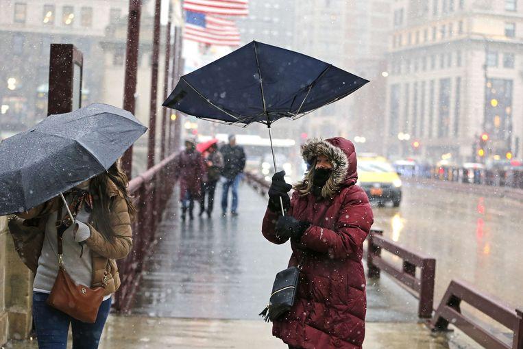Late sneeuwstorm in de straten van Chicago op 27 april.