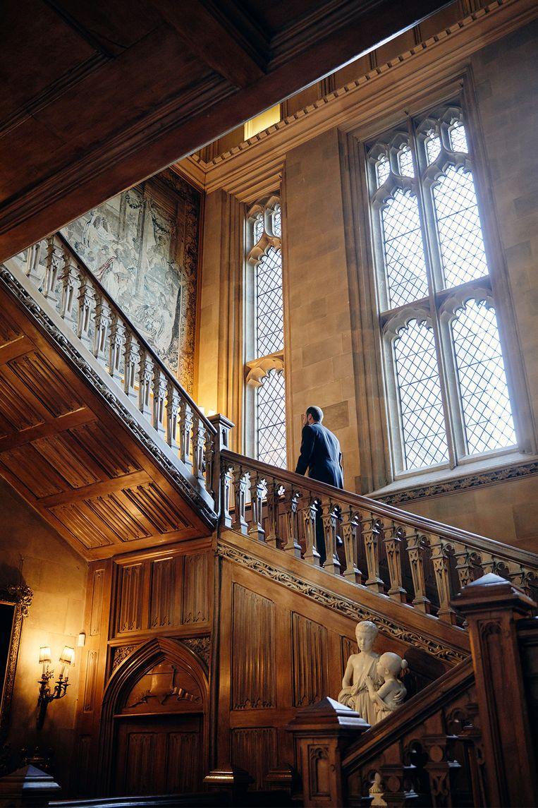 De indrukwekkende trappen van het landhuis.