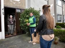 Verrassing: hutspot met 'n kuiltje jus aan huis voor vijftig Woerdense ouderen