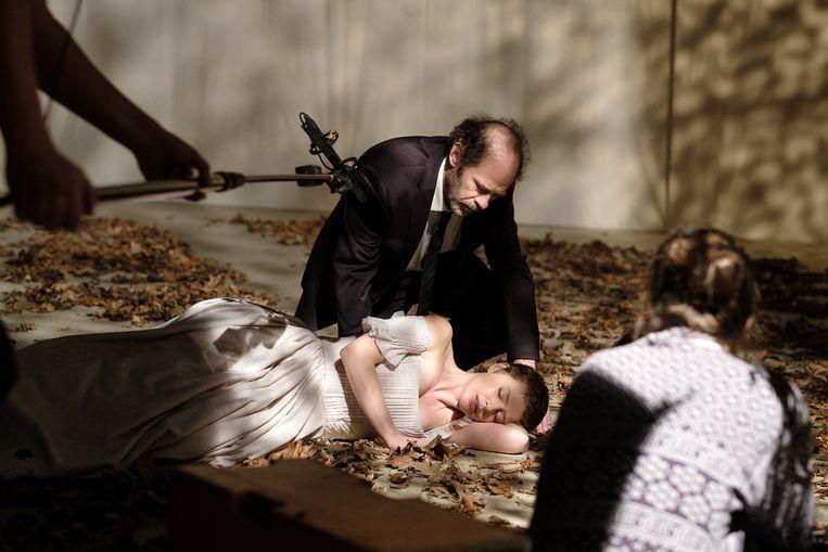 Maaike Neuville en Koen De Sutter in de KVS-productie 'Bovary'. Beeld Danny Willems