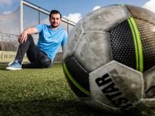 Deventenaar Ulas Mutlu hoopt met voetbal-app de nieuwe Messi te vinden door kinderen te helpen aan voetbalkleding: 'Er gaat nu veel talent verloren'