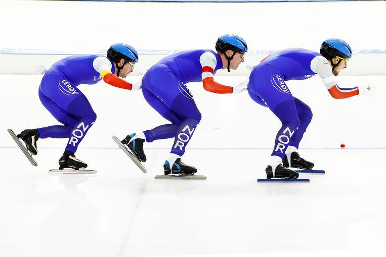 Noorse schaatsers Sverre Lunde Pedersen, Hallgeir Engebraten en Allan Dahl Johansson in actie in de ploegenachtervolging tijdens de wereldbeker schaatsen in Thialf.  Beeld Hollandse Hoogte /  ANP