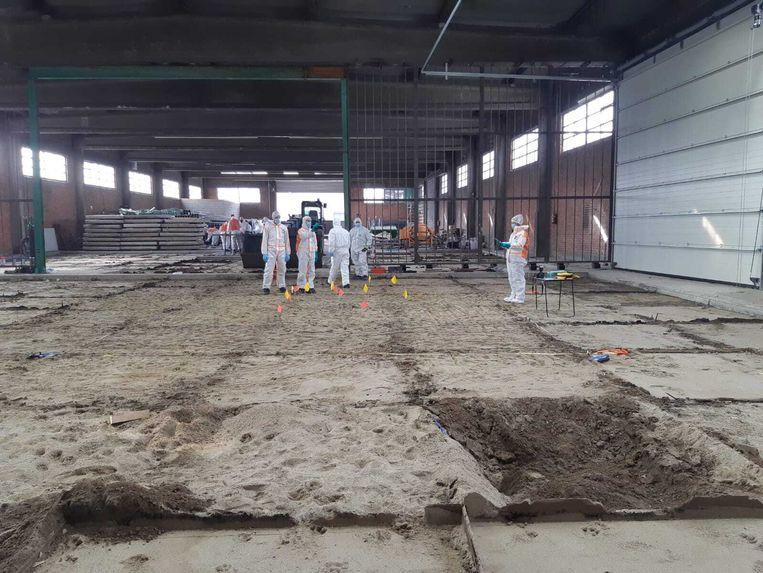 De Nederlandse en Belgische politie hebben in een loods in de haven van Antwerpen mogelijk sporen gevonden van Naima Jillal.  Beeld Politie