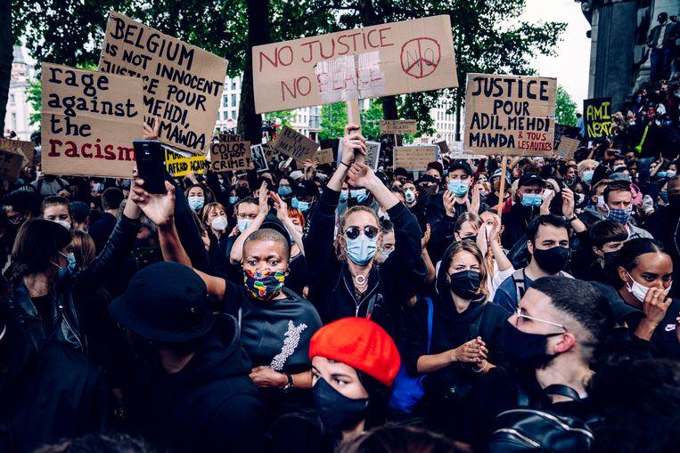 Jongeren lopen mee voorop in de Black Lives Matter-betoging in Brussel, vorig weekend. Beeld ID/Stefaan Temmerman
