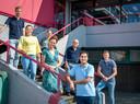 Van links naar rechts: Robbert Callaars, Sandra van de Ven, Lisette Elbers, Suzanne Dankers, oud-docent Albert Claassen, Ibie Dahmani en Ton Wijnen.