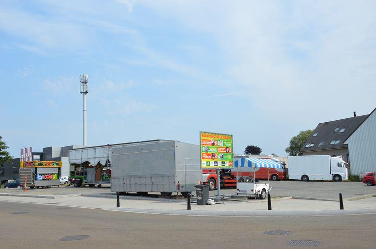 Op de parking aan de Oude Kaai stonden er vrijdagnamiddag maar weinig attracties opgesteld.
