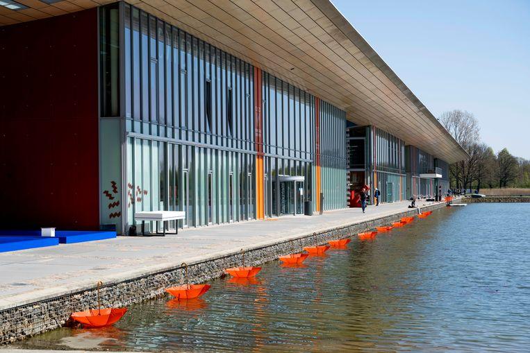 De hermetisch afgesloten High Tech Campus in Eindhoven is klaar voor Koningsdag. Beeld Brunopress