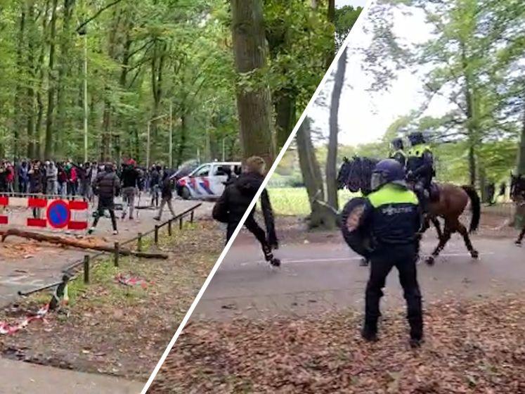 Voetbalfans slopen politiebusje