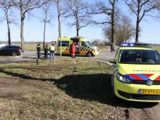 Fietser gewond na aanrijding met auto op N825 in Lochem