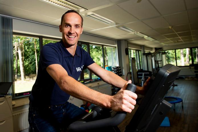 Onno Houwer, fysiotherapeut van het Oranje mountainbiketeam dat naar het WK in Canada gaat.