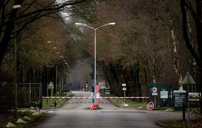 Exterieur van het Defensie-terrein Kamp Nieuw-Milligen.  Eind 2028 moet de kazerne klaar zijn voor de komst van ongeveer 2130 mensen.