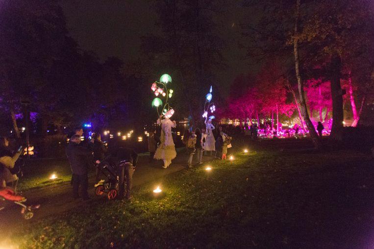 Goed 30.000 van de meer dan 55.000 personen die Genk in de herfstvakantie bezochten, verwonderden zich aan Vurige Vijvers.