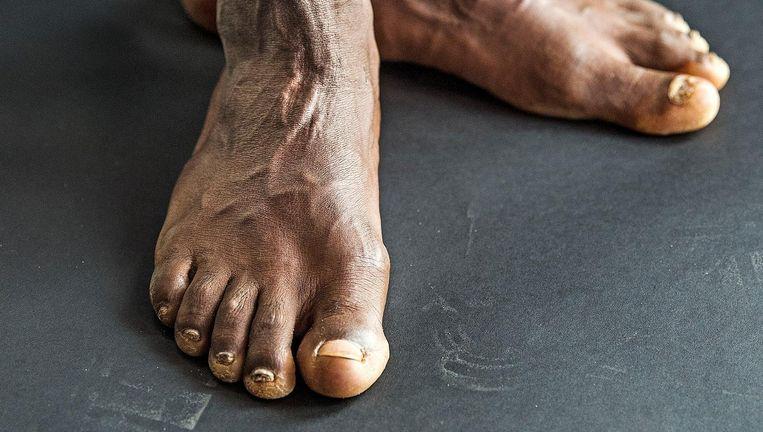 Abdi Nageeye: 'Op blote voeten lopen is meer iets voor Kenianen. Bij mij doet het alleen maar pijn.' Beeld Guus Dubbelman / de Volkskrant