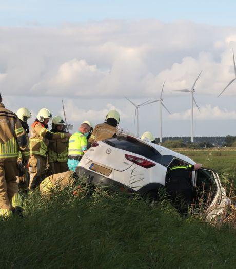 Automobilist bekneld in wagen na botsing met vrachtwagen in Etten-Leur