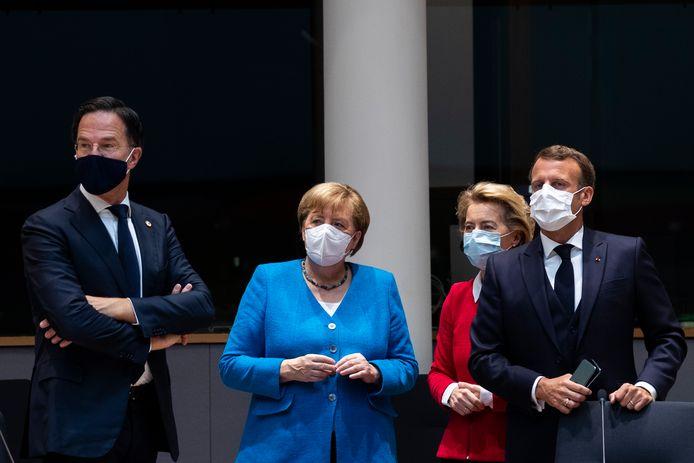 Nederlands-Duits-EU-Frans-onderonsje: Mark Rutte, Angela Merkel, Ursula von der Leyen en Emmanuel Macron.