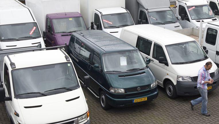 Zouden deze busjes nog wel de Amsterdamse binnenstad in mogen? Beeld null