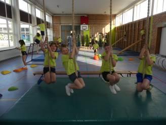 Leerlingen DRIESsprong leven zich uit in vernieuwde sportzaal