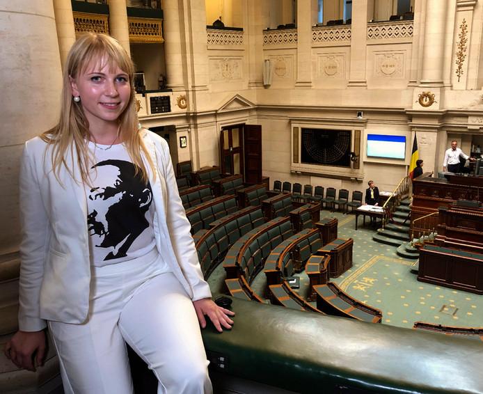 Mélissa Hanus (PS), qui devait assister Patrick Dewael avec Dries Van Langenhove, a choisi de porter un T-shirt à l'effigie de Martin Luther King.