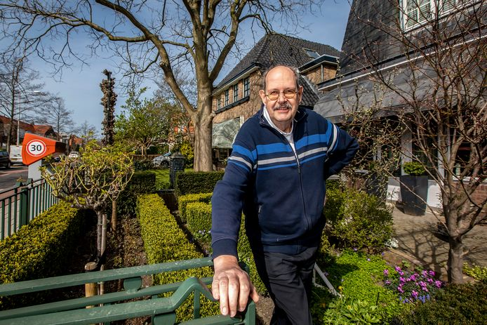 Eric Borggreve in zijn tuin.