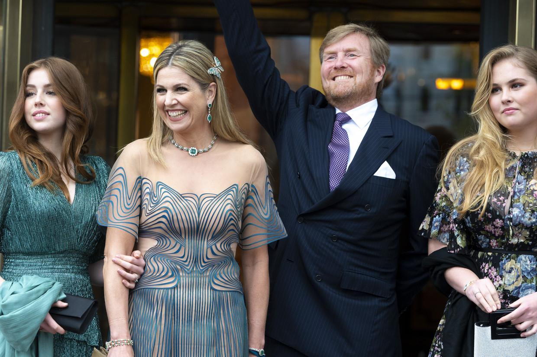 Het koninklijk gezin komt aan voor de opnames van de tv-uitzending over koningin Máxima.  Beeld ANP
