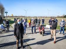 """Deze buren willen geen windturbine in hun achtertuin: """"Er staan er al meer dan twintig, dit is de molen te veel"""""""