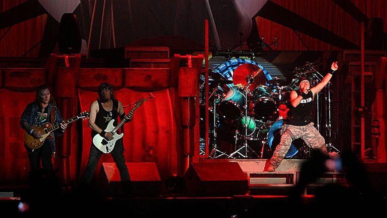 Iron Maiden, hier tijdens een concert in Portugal, sloot Graspop waardig af. Beeld EPA
