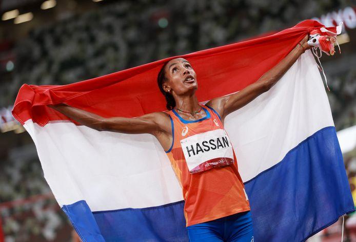 Na de iconische loop op de 5000 meter kan Sifan Hassan het zelf nog nauwelijks geloven dat ze olympisch goud te pakken heeft.