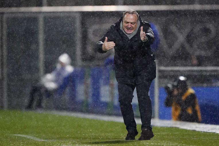 Dick Advocaat, ooit bondscoach van ons land, is trainer van Feyenoord.