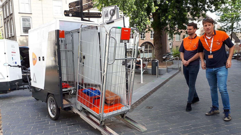 PostNL gaat met een speciaal ontwikkelde elektrische transportfiets post en pakketten bezorgen in de Nijmeegse binnenstad. Het gaat om een proef.