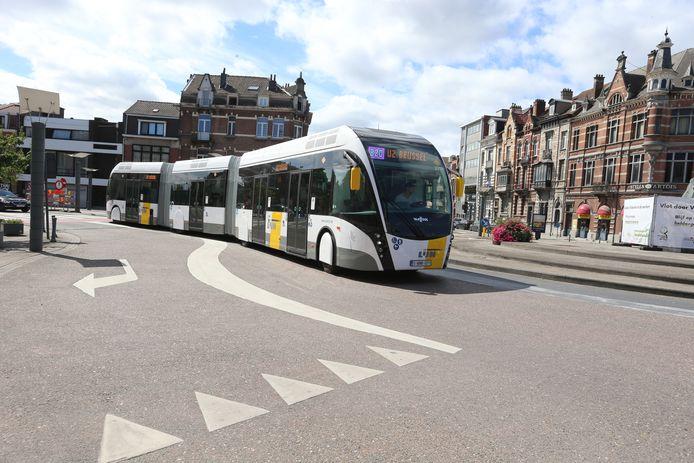 Archiefbeeld: Onder meer tussen de luchthaven van Zaventem en het ziekenhuis van Jette rijdt een trambus rond.