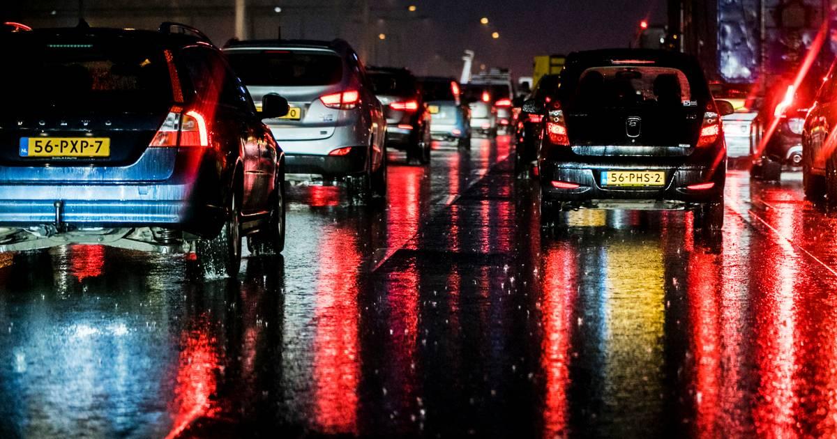 Meer dan een uur vertraging op A1 door ongeval tussen Rijssen en Bathmen.