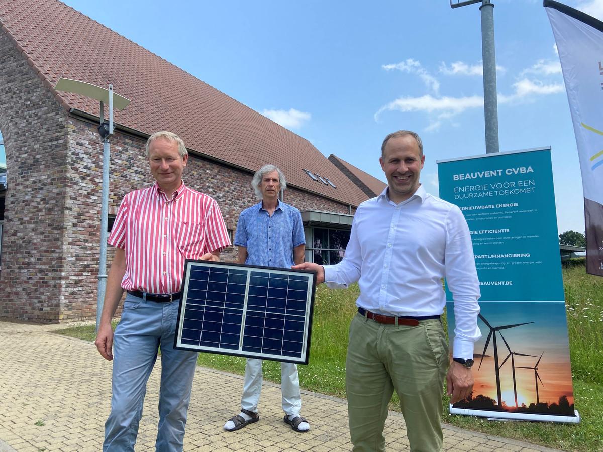 Stad Damme zet in op hernieuwbare energie. Daarom worden op het dak van het administratief centrum van Moerkerke zonnepanelen geplaatst