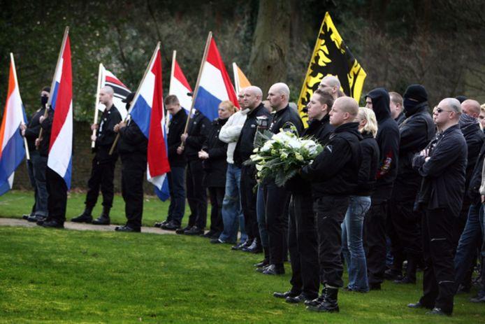 In maart hielden Nederlandse, Duitse en Belgische neonazi's een bijeenkomst op het Duitse militaire kerkhof in Lommel.