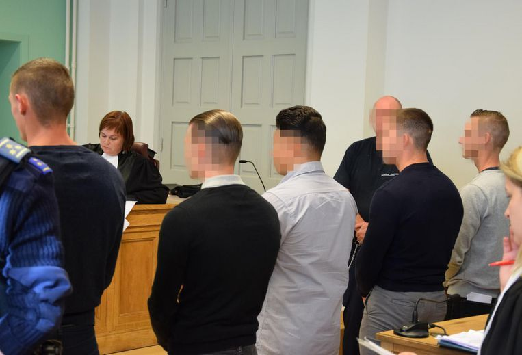 De verdachten in de zaak rond 'de fitnessmoord' op de rechtbank van Ieper.