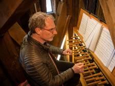 Niet meer in blote bast achter het carillon: de beiaard van Zierikzee is voortaan te volgen via een camera