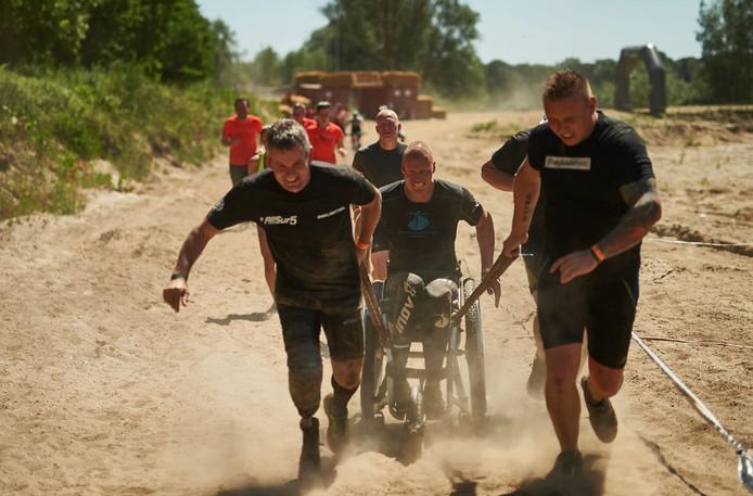 Sebastiaan van Nieuwenhuizen deed de afgelopen jaren in zijn rolstoel mee aan verschillende obstacle runs.
