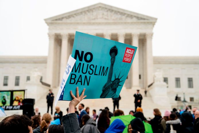 Mensen protesteren in 2018 in Washington tegen het inreisverbod voor mensen uit bepaalde islamitische landen dat toenmalige president Donald Trump had ingesteld.