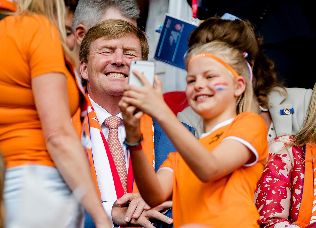 Koning Willem-Alexander op de tribune tijdens het EK twee jaar geleden.