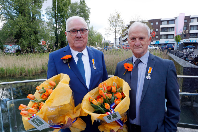 Piet Spijkerboer en Henk Foederer, bestuursleden van RKVV Tongelre.