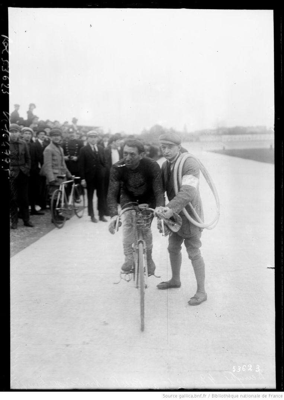 Deruyter komt aan bij Parc des Princes, 4 mei 1919. Beeld Bibliothèque Nationale de France