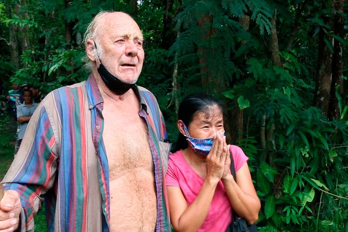 De geredde Brit na de emotionele hereniging met zijn Thaise partner.