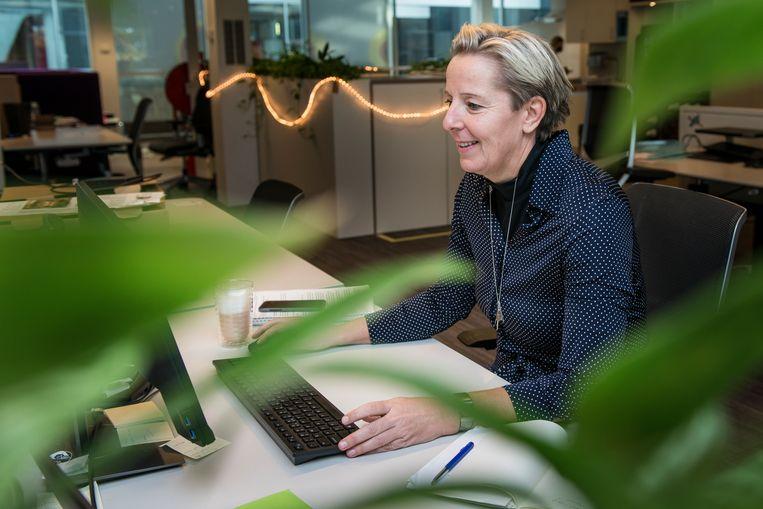 Adjunct-hoofdredacteur Marije Randewijk op de redactie van de Volkskrant. Beeld Eva Faché