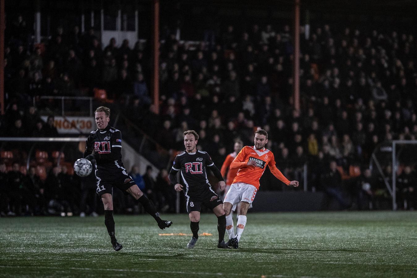 Alle Achterhoekse derby's in de hoofdklasse B worden op zaterdagavond gespeeld.