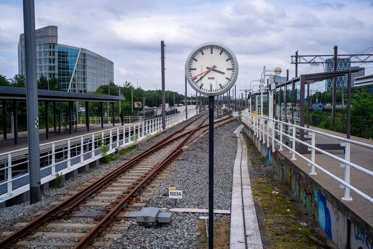 Op dit moment oogt het station nog als een eenvoudige voorstadhalte. Beeld Hollandse Hoogte / Sabine Joosten