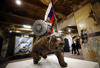 fotoreeks over Russische kunstenaars eren 'Superpoetin'