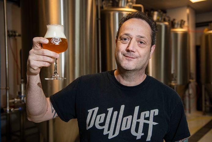 Lokale brouwerijen schieten als paddenstoelen uit de grond, blijkt uit cijfers van de Kamer van Koophandel.  Apeldoorn stijgt met stip naar de 16e plek. Een van de lokale nieuwkomers en toppers is Puik Bieren aan de Beekstraat.